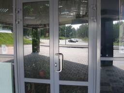 Двери из алюминия с установкой