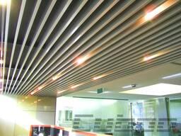 Кубообразный реечный подвесной потолок ( настенная)